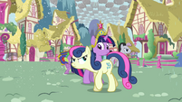 Twilight nearly bumps into Sweetie Drops S03E13