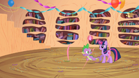 Spike spawns next to Twilight S2E10