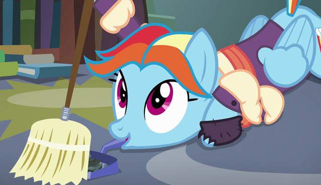 File:Snowdash sweeps with dustpan in her mouth S6E8.png
