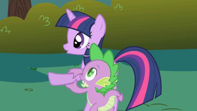 File:Spike steadies Twilight's hoof S1E01.png