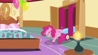 Pinkie Pie putting away party cannon S4E12