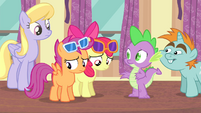 Apple Bloom and Scootaloo feel disappointed S4E19