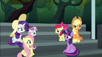 Main ponies confused by Rainbow's behavior S6E7
