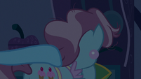 Rainbow Dash taps on Mrs. Cake S6E15