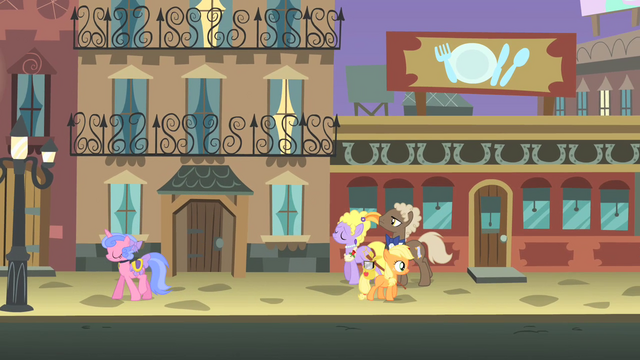 File:Filly Applejack Manehattan streets S1E23.png