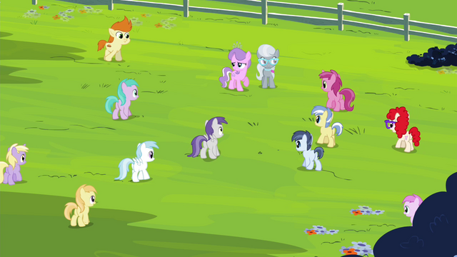 File:Foals gathering around Diamond Tiara and Silver Spoon S4E15.png
