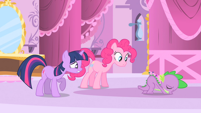 File:Pinkie Pie and Twilight look at Spike cushion S1E20.png