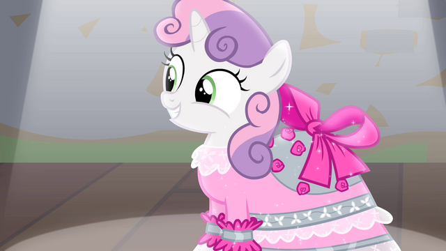 File:Sweetie smiling at audience S4E19.png