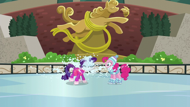 File:Rarity shaking off snow S6E3.png