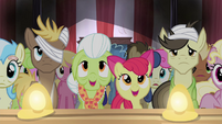 Granny Smith and Apple Bloom watching S4E20
