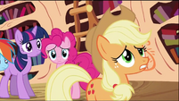 Applejack worried S02E03
