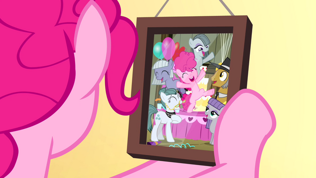 File:Pinkie Pie looking at Pie family photo S4E12.png