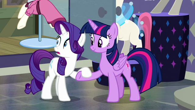 File:Twilight helps Rarity to her hooves S6E9.png