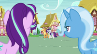 Starlight and Trixie see Applejack and Rarity S6E25