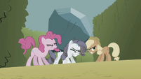 Pinkie Pie, Rarity and Applejack S2E01