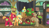 Filthy Rich presents his Apple family cider display S6E23
