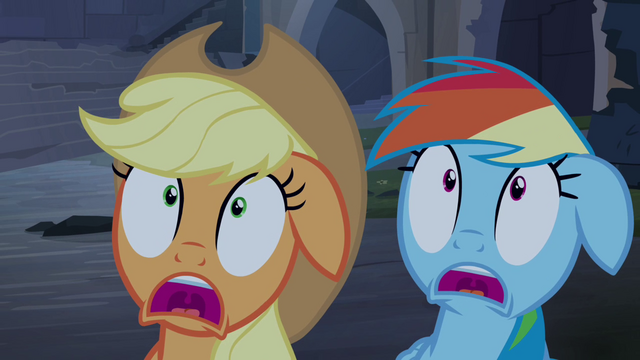 File:Applejack and Rainbow Dash scared S4E03.png
