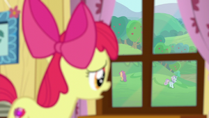 Apple Bloom seeing her friends leaving S6E4