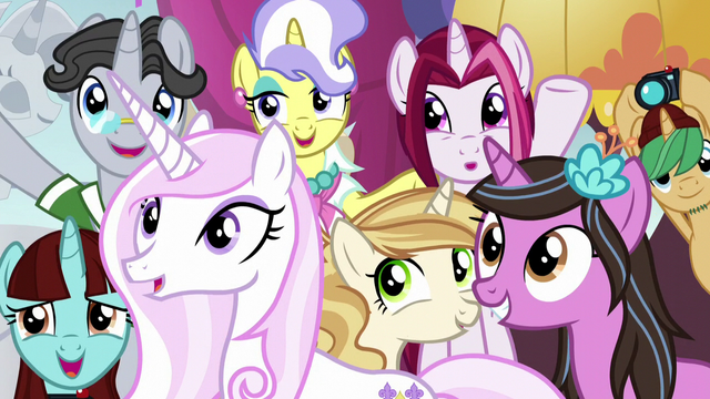 File:Crowd watching Twilight S5E14.png