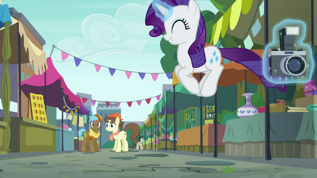 File:Rarity bouncing up and down S6E3.png