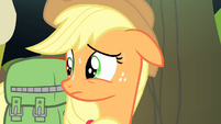Applejack looks behind S4E17