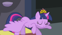 Twilight bowing to Princess Celestia S4E24