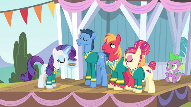 File:Rarity blowing pitch pipe 1 S4E14.png