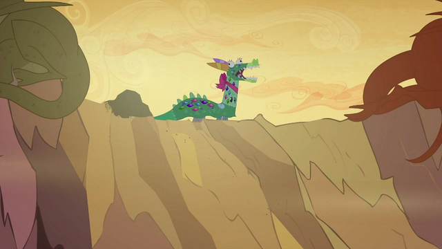File:Twilight, Rarity and Rainbow in a dragon costume S2E21.png