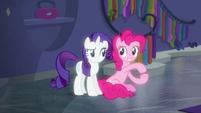 Pinkie Pie voguing next to Rarity S6E9