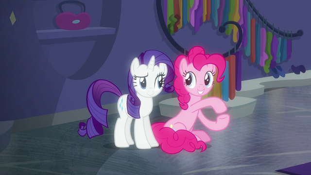File:Pinkie Pie voguing next to Rarity S6E9.png