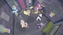 Mane 6 in the house as time passes S5E02
