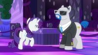 Rarity walks towards the bouncer S6E9