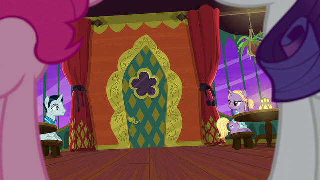 File:Zesty closes the door behind her again S6E12.png