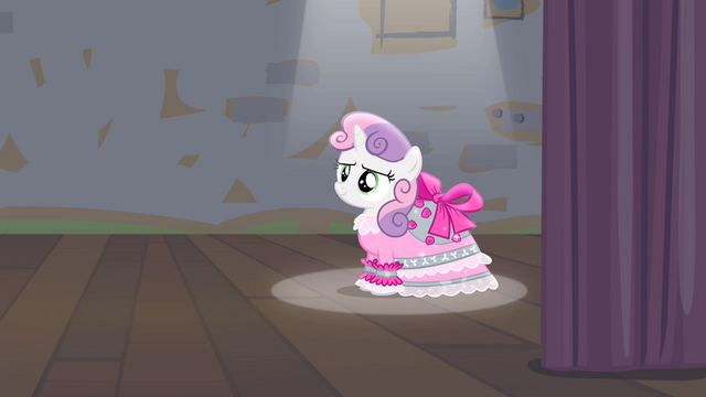 File:Spotlight pointing at Sweetie S4E19.png