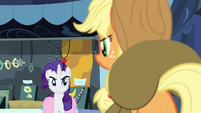Rarity glaring at Applejack S4E22