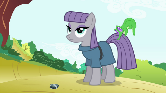 File:Maud Pie with Gummy biting on her tail S4E18.png