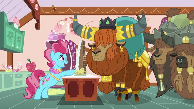 File:Mrs. Cake gives yaks cake while laughing nervously S5E11.png