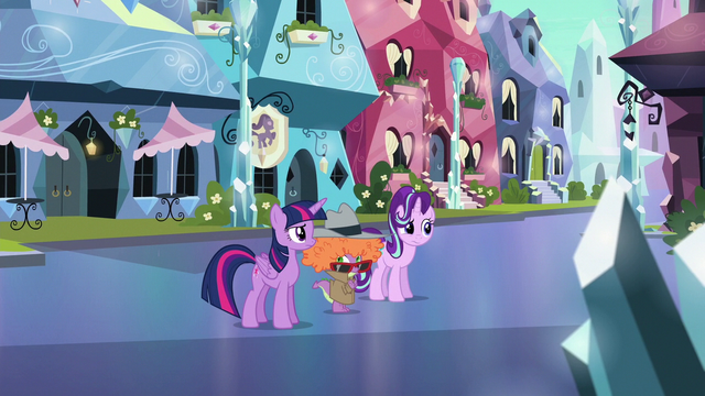 File:Twilight, Starlight, and Spike disturbed S6E16.png
