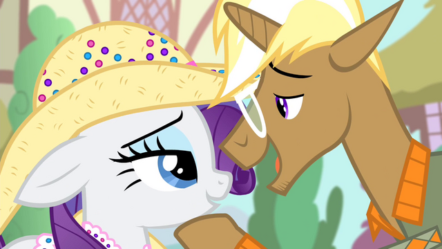 File:Trenderhoof 'That fruit-hauling pony named' S4E13.png