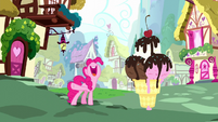 Pinkie Pie and a giant ice cream cone S5E13