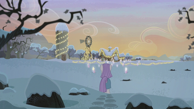 File:Rock farm decorated for Hearth's Warming S5E20.png