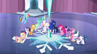Other ponies listening to what Luna has to say S6E2