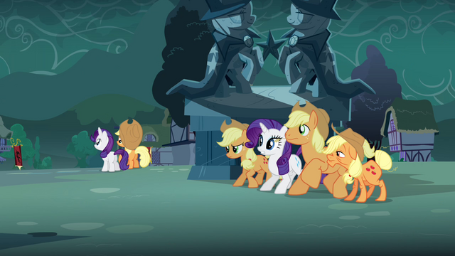 File:Rarity, Applejack, Granny Smith and Big McIntosh waiting S3E5.png