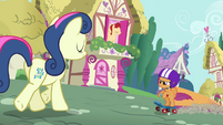Scootaloo getting near Sweetie Drops S3E6