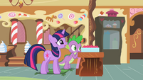 Twilight and Spike with box of cupcakes S2E03
