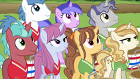 Unicorns listening to Rainbow Dash S6E18