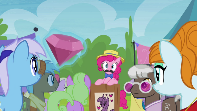 File:Minuette bids a large jewel S4E22.png