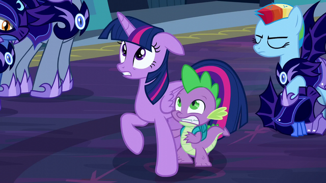 File:Twilight and Spike scared S5E26.png