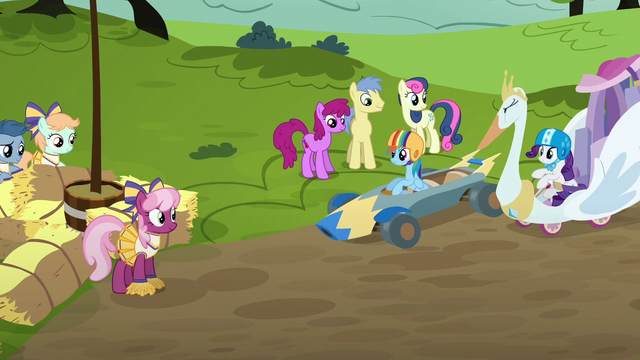 File:Derby racers start to assemble at starting line S6E14.png
