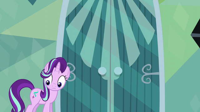 File:Starlight looking uncertain at Spike S6E1.png